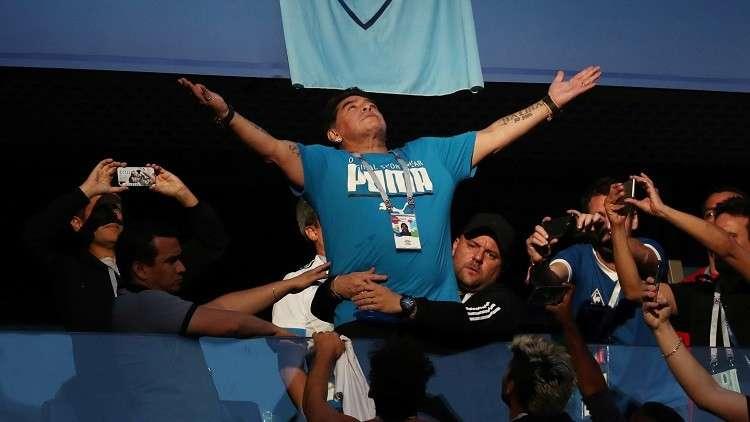 مارادونا يعرض تدريب منتخب الأرجنتين مجانا!