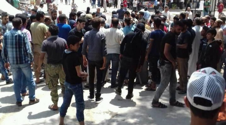 محتجون في جرابلس يطالبون بإخراج مقرات المسلحين من المدينة